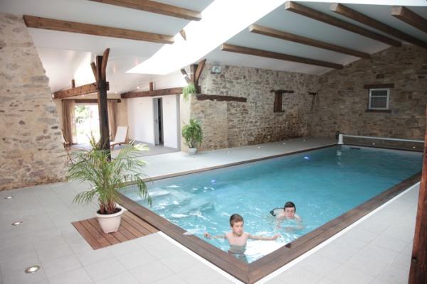 Gite de groupe 12 personnes avec piscine int rieure vend e for Hotel piscine interieur
