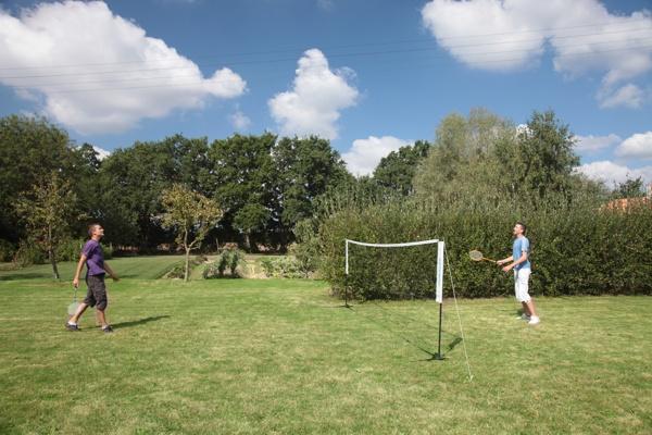 Gite avec terrain de badminton
