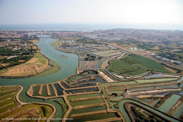 Vue aérienne embouchure de la rivière la vie