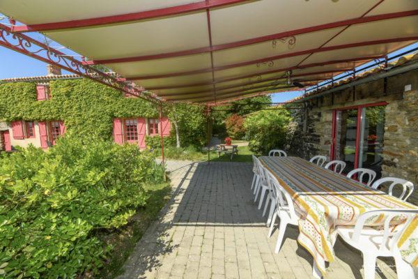 Terrasse avec grande pergola